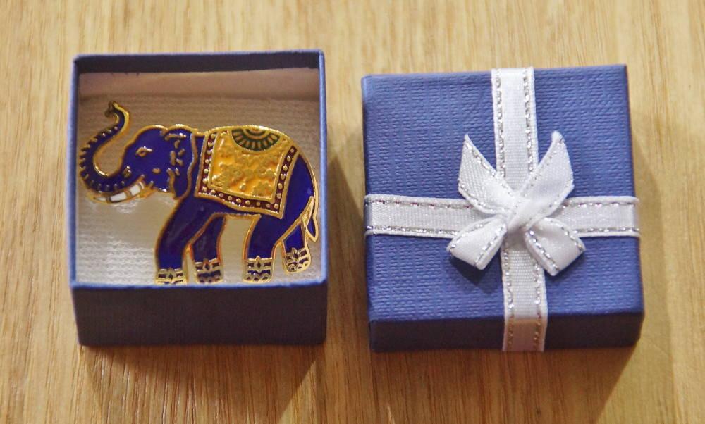 タイ 青い象のブローチ
