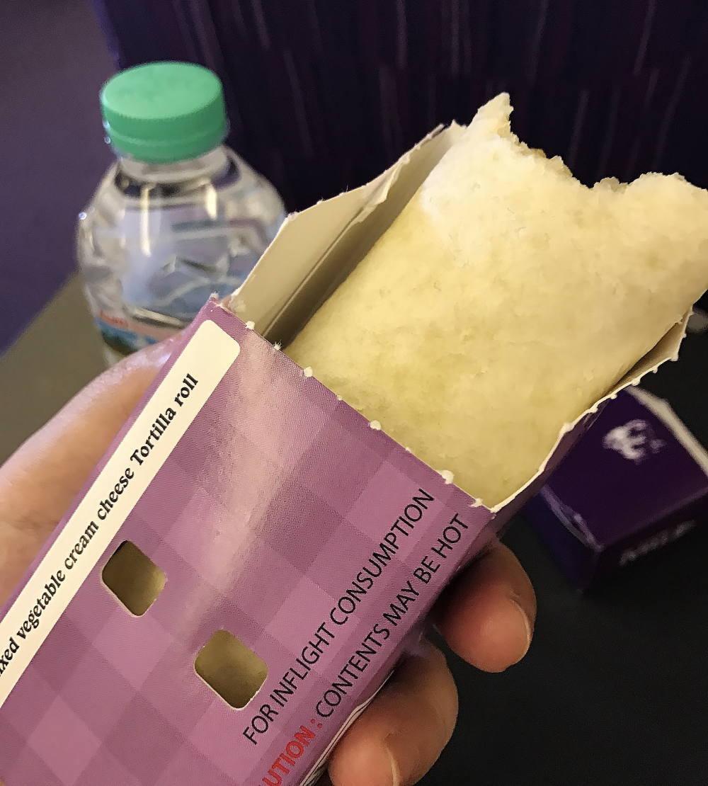 タイ航空 機内食のあつあつブリトー