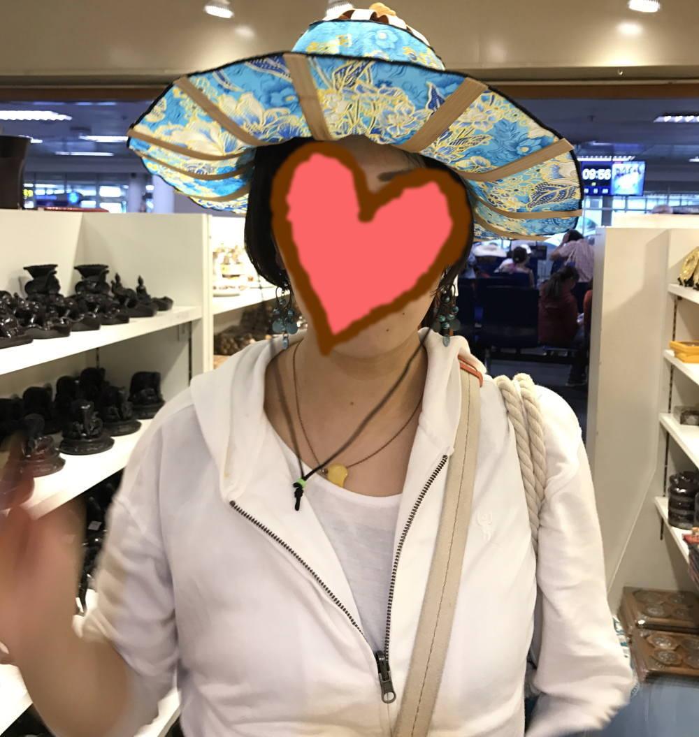 チェンマイ空港 みやげ 扇子みたいな帽子