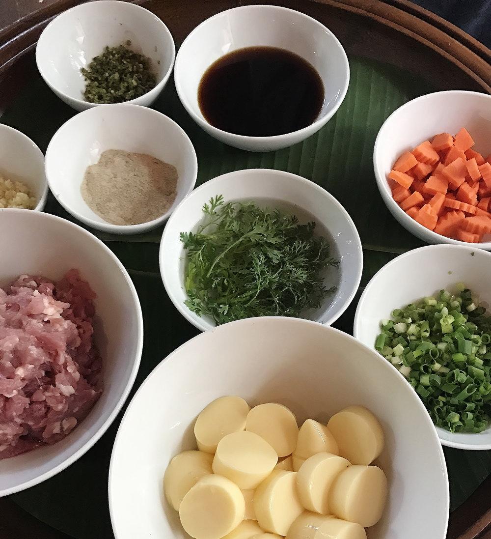 タイ 豆腐のチキンスープ材料