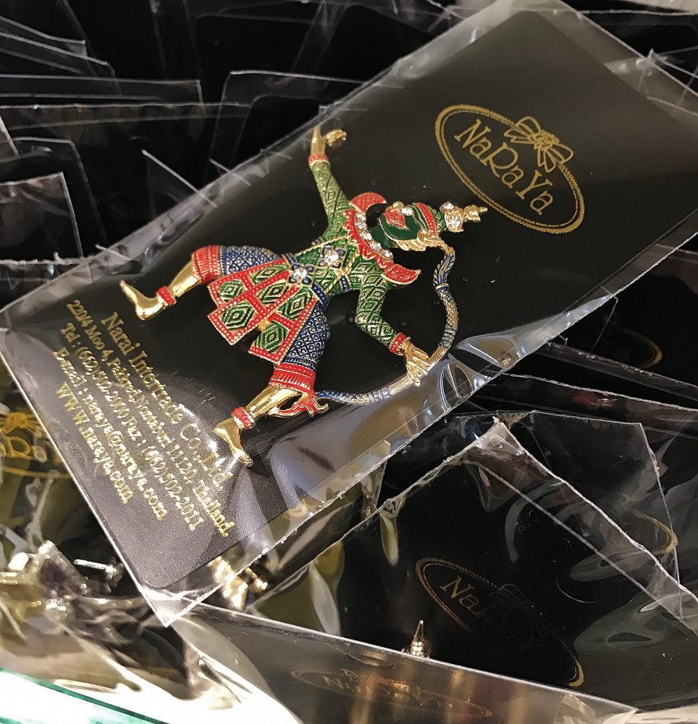 ナラヤのプチプラ雑貨 タイ舞踊のブローチ