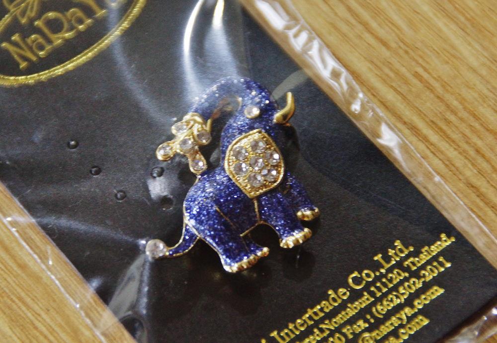 ナラヤで買った象のブローチ