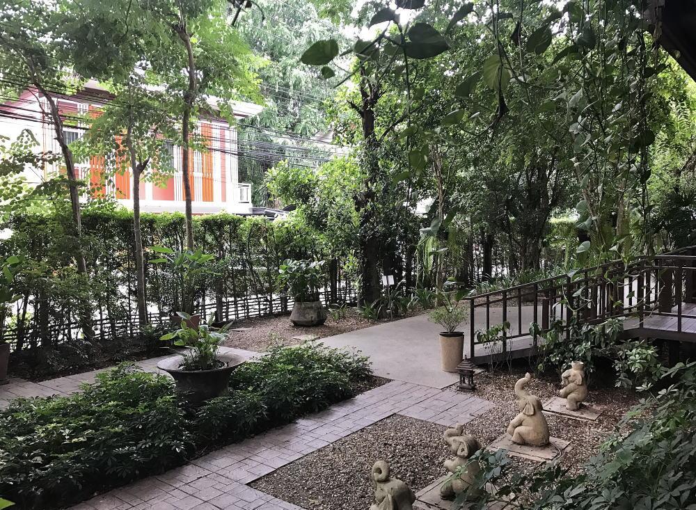 チェンマイ シリパンナホテル お庭