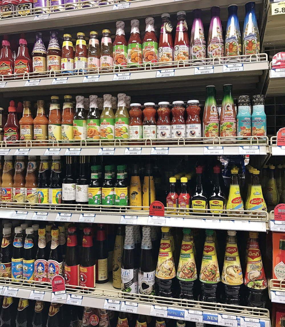 タイの調味料をスーパーマーケットで買う