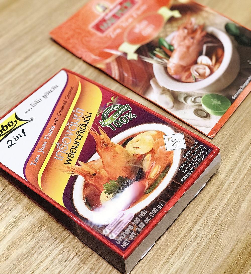 タイのスーパーで買えるトムヤムクンの素