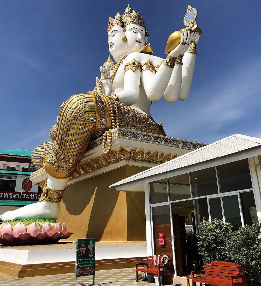 ワット・サマーンラッタナーラーム寺院の三面仏相