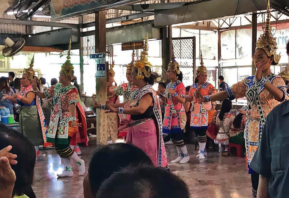 タイ舞踊 奉納の儀式